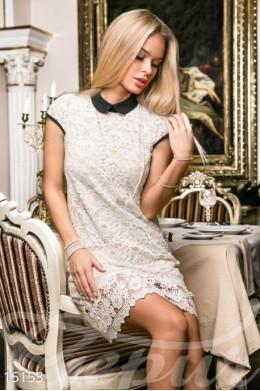 Стильное кружевное платье